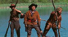 Полковник с сообщниками плывет на плоту